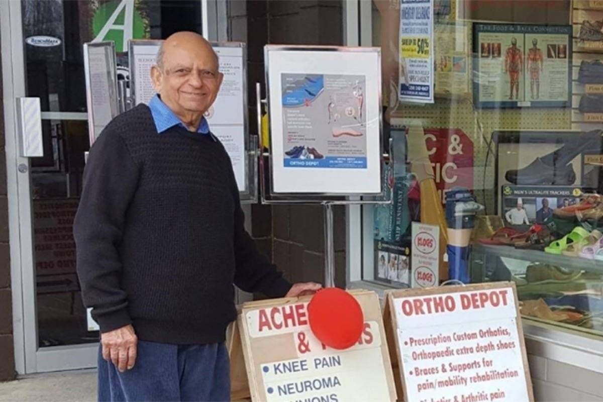 91-year-old shoe store owner retires and donates his entire inventory to charity