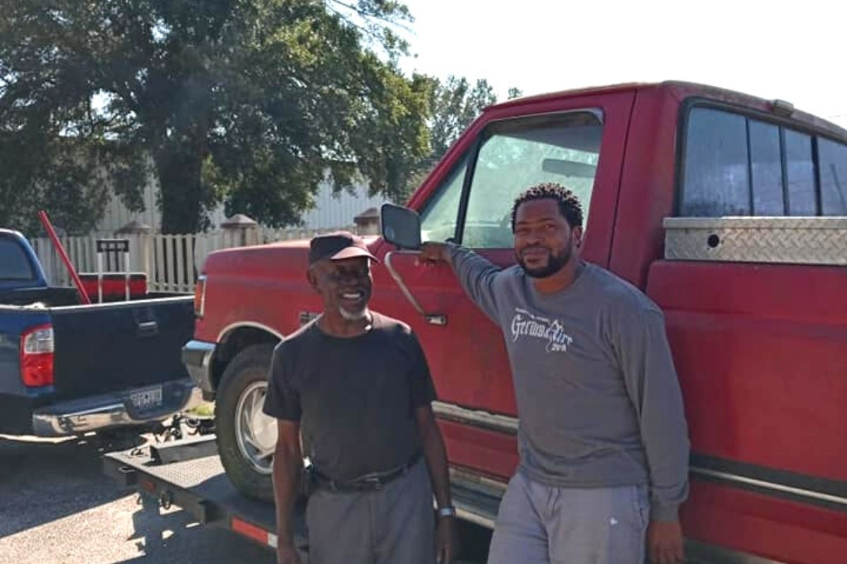 South Carolina restaurant owner spends free time fixing old cars and then donates them to people in need