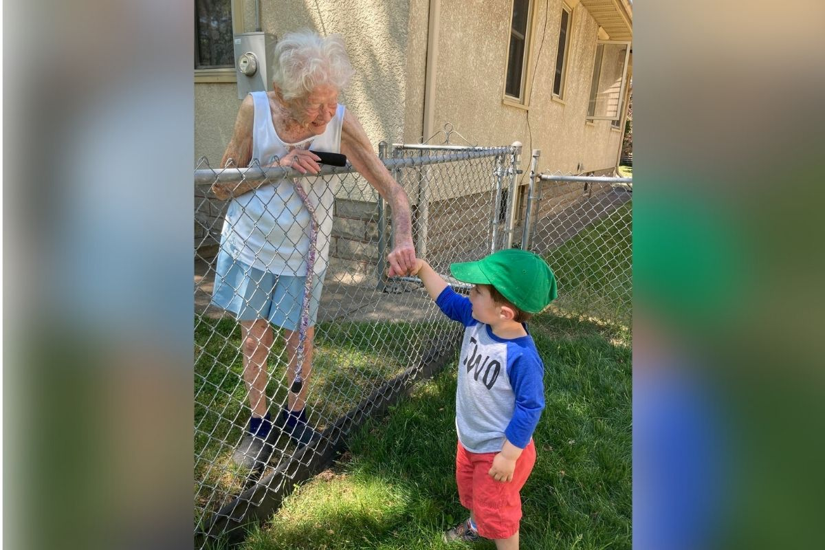 2-year-old boy becomes best friends with lonely 99-year-old neighbor during pandemic