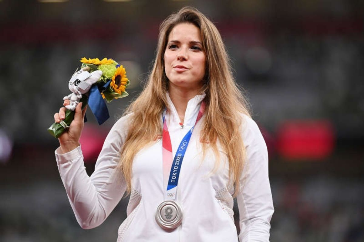 Polish Olympian Auctions Off Silver Medal to Raise Money for Boy's Heart Surgery