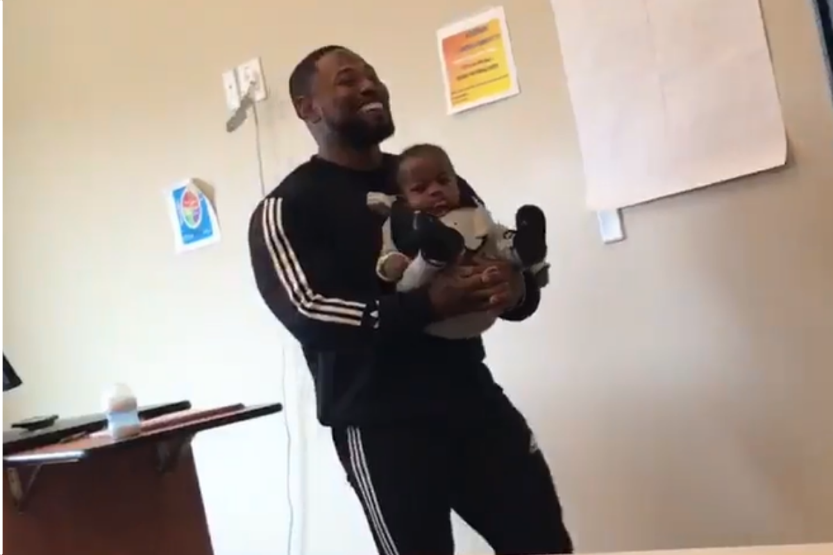 Professor holds single mom's infant son during class so mom could take notes.